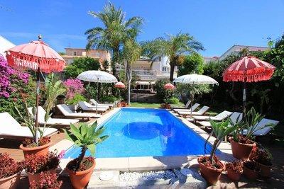 Te koop schitterende villa op toplocatie in de badplaats Sitges noord Spanje.